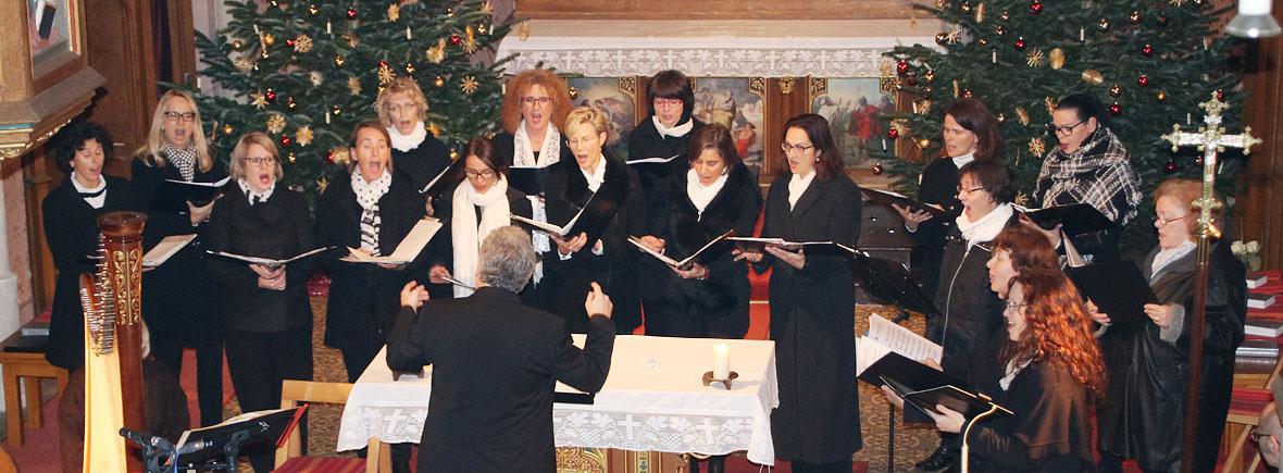 Chorisma Pfaffenhofen beim Adventskonzert in Niederscheyern